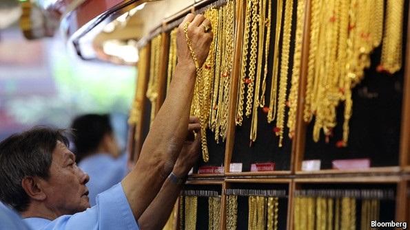 Giá vàng quay đầu giảm mạnh: Bạo phát thì bạo tàn