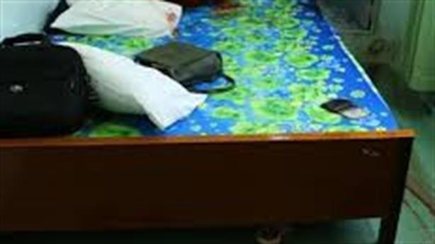Mẹ siết cổ con 3 tuổi, tự tử không thành