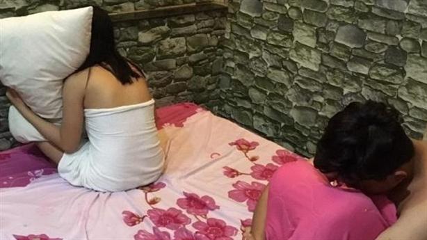 Hành sự xong, gái bán dâm quá mệt bị trộm sạch