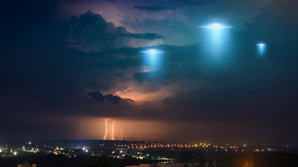 Mỹ lập đội đặc nhiệm điều tra UFO trước thềm bầu cử