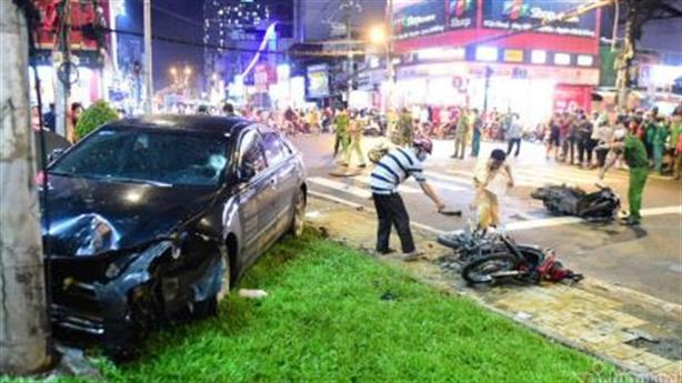 Thiếu nữ lái Camry đâm 8 xe máy: Đạp nhầm chân ga