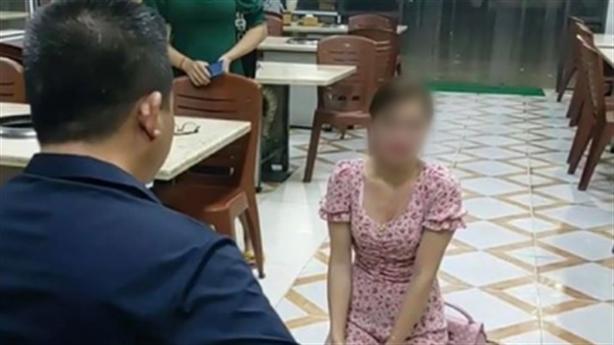 Chủ quán bắt khách quỳ xin lỗi: Ai bảo vệ khách hàng?
