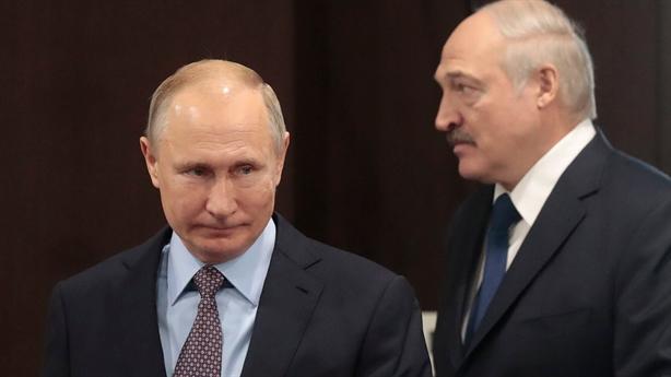 EU tăng sức ép Belarus, ông Putin lên tiếng...