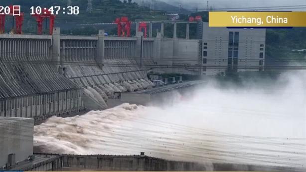 Chủ tịch Trung Quốc tới sông Dương Tử trong tình hình nóng