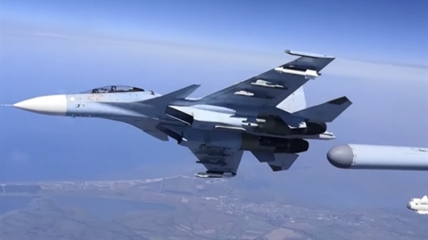 Su-30SM đối đầu cùng lúc 2 máy bay NATO trên biển Đen