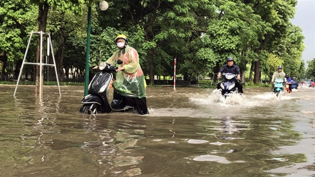 Nhiều tuyến phố nội thành Hà Nội ngập sâu: Nguyên nhân chính