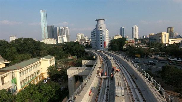 Gần 50 người phục vụ 1km tuyến Nhổn-ga Hà Nội: Quá nhiều?