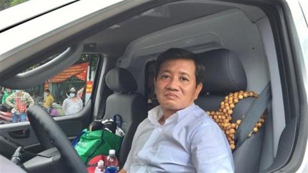 Ông Đoàn Ngọc Hải làm lái xe cứu thương miễn phí