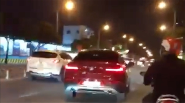 Nữ tài xế điều kiển BMW gây tai nạn rồi bỏ chạy