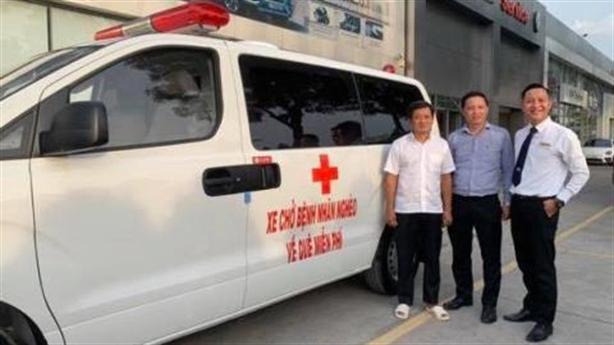 Vì sao ông Đoàn Ngọc Hải lái xe cứu thương gây sốt?
