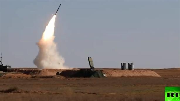 Video S-400 phóng đạn đánh chặn cuộc tấn công quy mô lớn