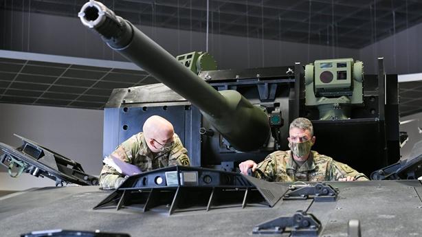 Stryker mang pháo bắn siêu nhanh vẫn thua BTR-82A
