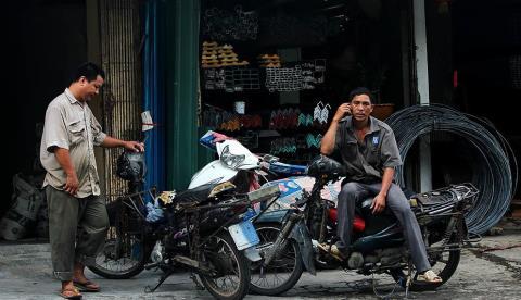 Hà Nội đổi xe máy cũ lấy mới: Tránh tiếng bán xe