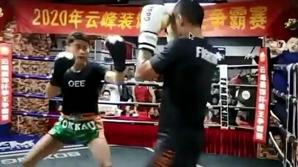 Đệ tử Thái cực quyền thua thảm khi đấu võ sĩ kickboxing