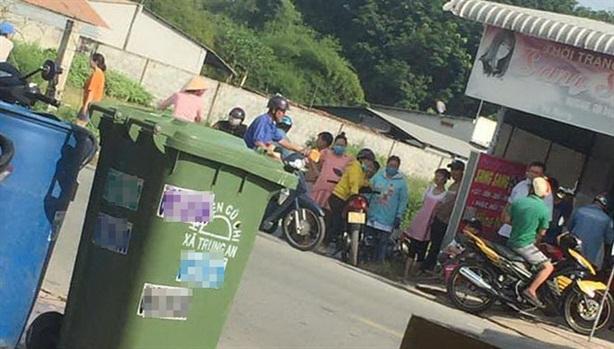 Thi thể bé gái trong thùng rác: Lấy lời khai mẹ bé