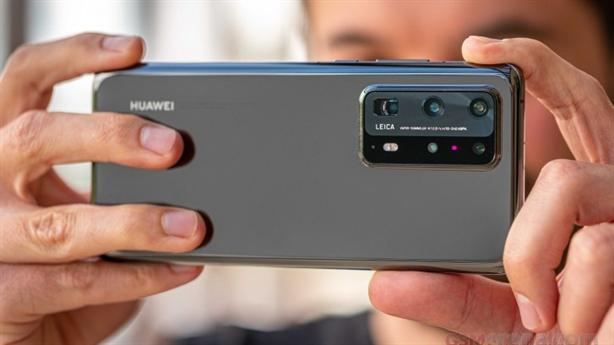 Huawei dính thêm đòn nặng