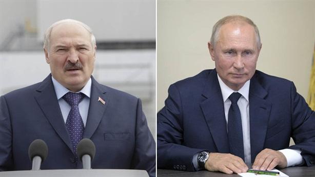 Thăm Nga, ông Lukashenko nhận nhiều quà