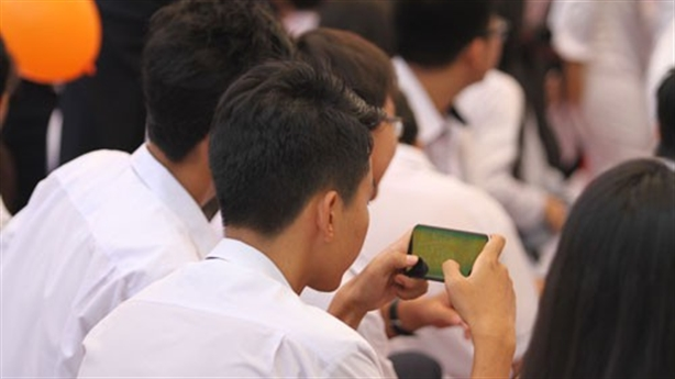 Học sinh THCS, THPT được dùng điện thoại trong giờ học