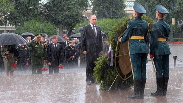 Xét lại lịch sử:Cơn đau đầu của hai vị Tổng thống Nga-Mỹ