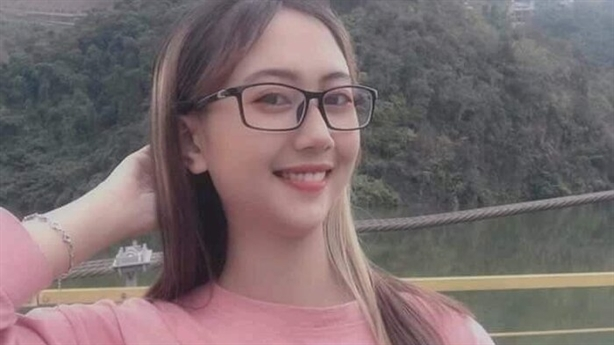 Thiếu nữ xinh đẹp mất liên lạc: 'Yêu người ở xa'
