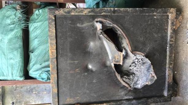 Trộm cắt thủng két, đợi hết nóng mới lấy tiền bỏ túi