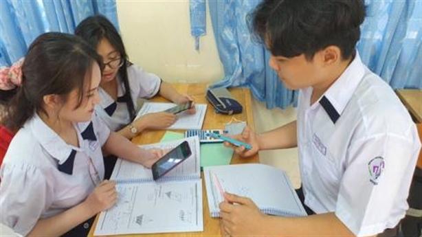 Bộ cho học sinh dùng điện thoại trong lớp: 'Dùng lâu rồi'
