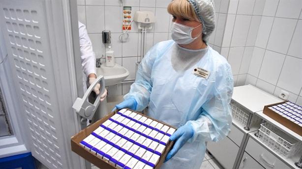 Cầu cực lớn, giá thuốc điều trị COVID-19 Nga quá cao?