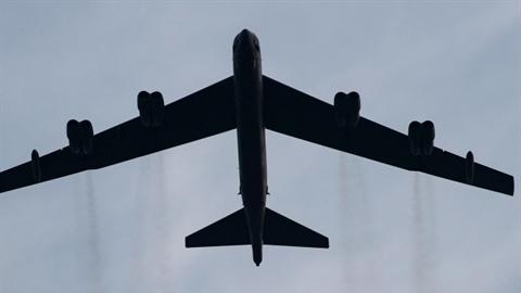 Hai chiếc B-52 dọa biến Donetsk và Lugansk thành hoang mạc?
