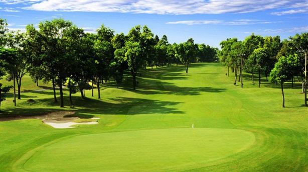Sân golf giáp đất canh tác, khu dân cư: Đi ngược
