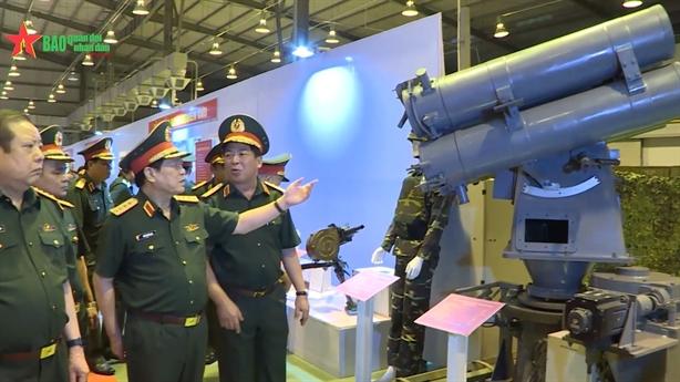Việt Nam giới thiệu loạt vũ khí tự sản xuất