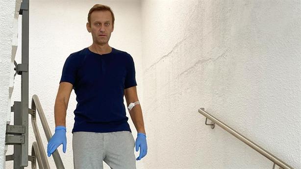 Nhà khoa học Mỹ xin lỗi Navalny, chuyên gia Nga vạch mặt