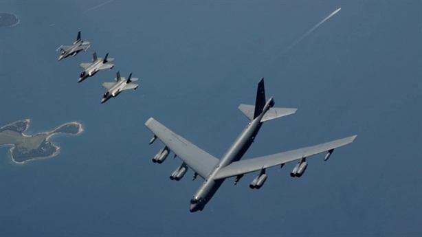 F-35 hủy nhiệm vụ hộ tống B-52H vì sợ sét đánh