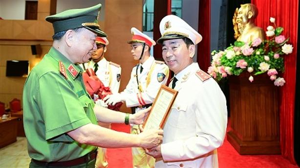 Thứ trưởng Trần Quốc Tỏ được thăng hàm Trung tướng