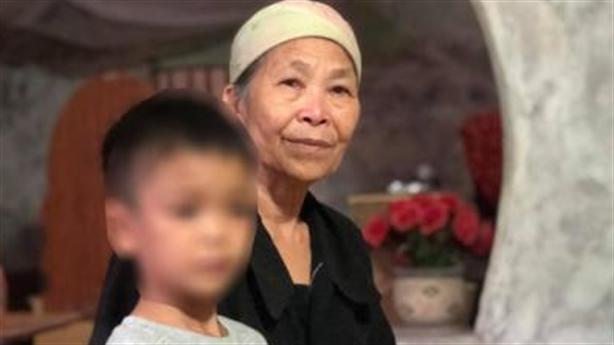 Bé trai bị cha bạo hành: Bà ngoại can bị dọa giết
