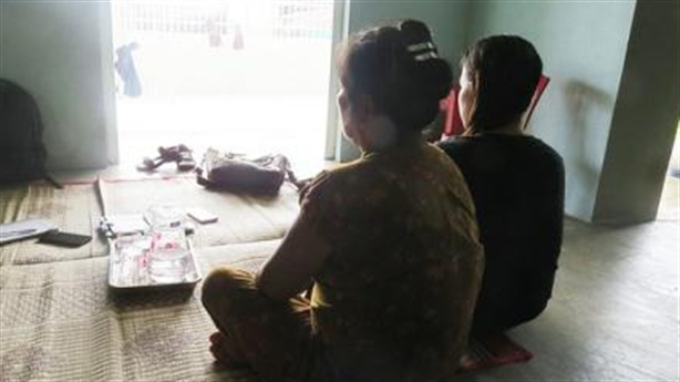 Bảo vệ trường học hiếp dâm nữ sinh, dụ dỗ cho kẹo