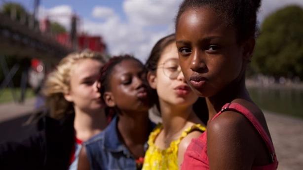 Thảm đỏ cho văn hóa ngoại: Cảnh báo sức mạnh mềm