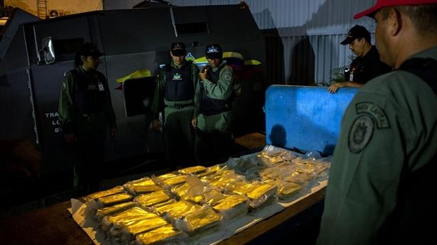 Tích cực hợp tác Iran, Venezuela đổi vàng lấy xăng