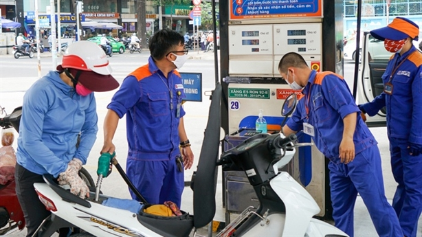 Thu phí bảo trì đường bộ qua xăng dầu: Nhiều hệ lụy