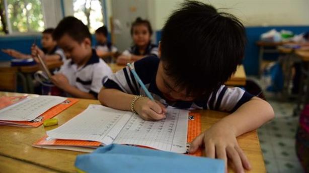 Chương trình lớp 1: Biết đọc, biết viết trước mới theo nổi?