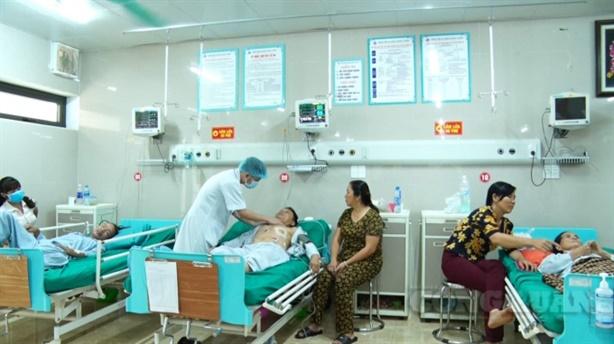 Dịch vụ khám bệnh tư gấp 5-10 lần viện công: Thật không?