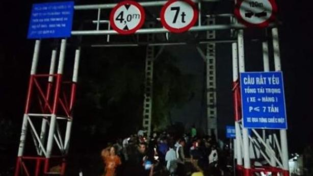 Tại nạn trên cầu 5 người chết: Không theo cảnh báo