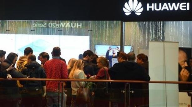 """Nga """"cứu"""" Huawei chỉ là giấc mơ?"""