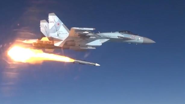 Su-35 khai hỏa tên lửa ác mộng với F-35