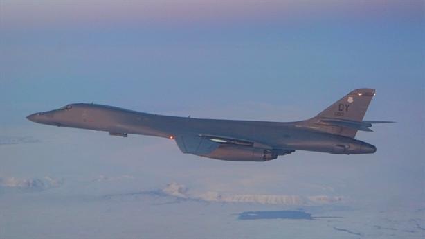 B-1B Lancer bay xuyên qua Bắc Cực tập trận