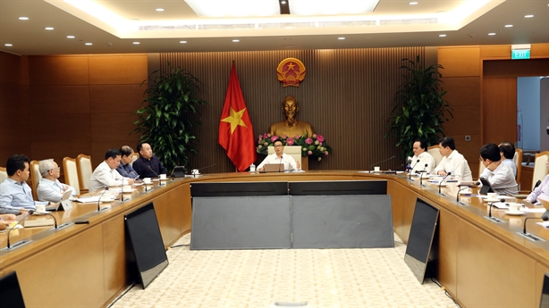'Sạn' sách Tiếng Việt lớp 1: Đông người nhặt sẽ bớt sạn