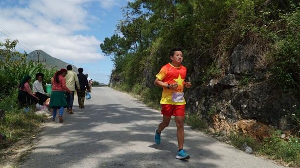 Ông Đoàn Ngọc Hải lý giải gác từ thiện thi chạy marathon