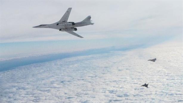 Tu-160 tuần tra Bắc Cực 12 giờ khi B-1B xuất hiện