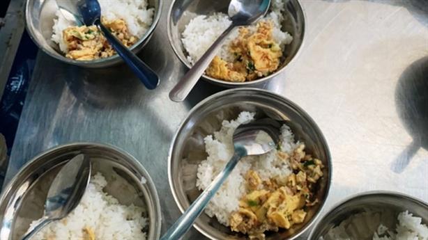 Tố trường bớt xén thức ăn: 65kg thịt chỉ còn 44kg?