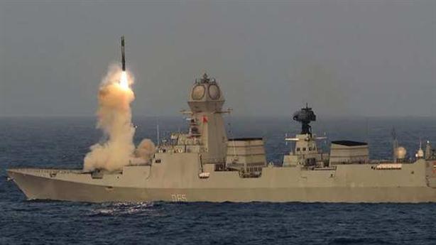 Chiến hạm đối phương không thể chống đỡ khi Ấn tấn công