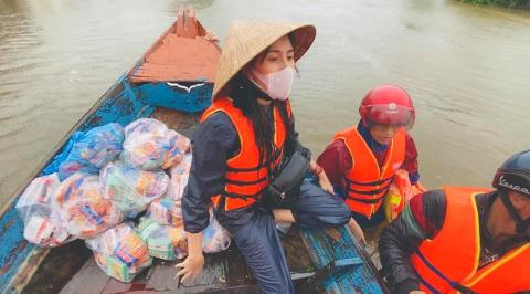 Thủy Tiên kêu gọi hơn 100 tỷ, Hoài Linh vào cuộc